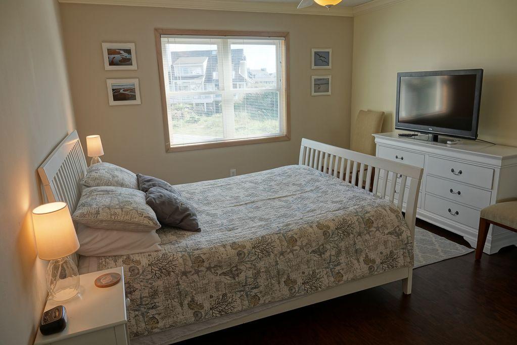 Queen room with dresser & TV